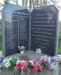 Memorial to Clybucca coach-crash victims (25122 bytes)