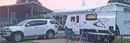Siliwinsi family caravan and tow vehicle